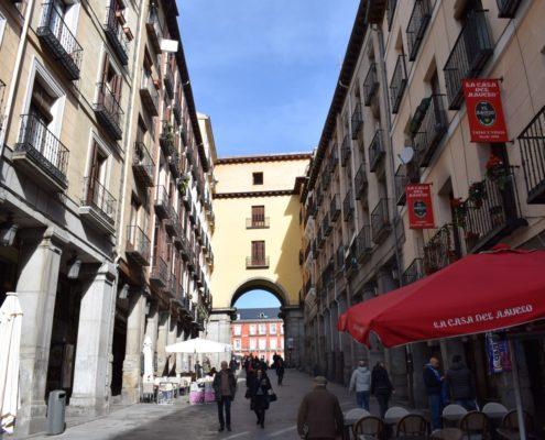 Zugang zur Plaza Mayor Calle Botoneras