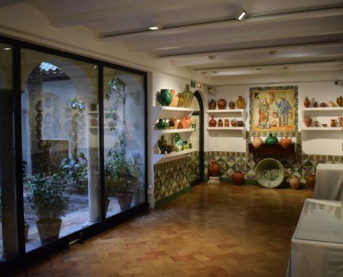 Keramik und andalusischer Innenhof im Sorolla-Museum