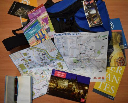 Pläne und Schreibzeug gehören in den Tagesrucksack
