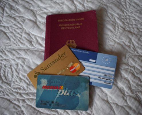 Gültigkeit des Reisepasses und der Karten prüfen