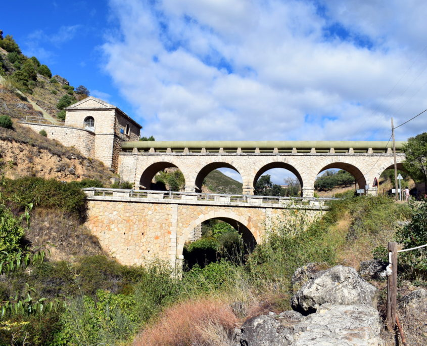 Aquädukt des Canal de Isabel II an Eingang von Patones de Arriba