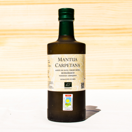 500 ml bottle of organic cold-pressed extra virgin olive oil, made from arbequina olives