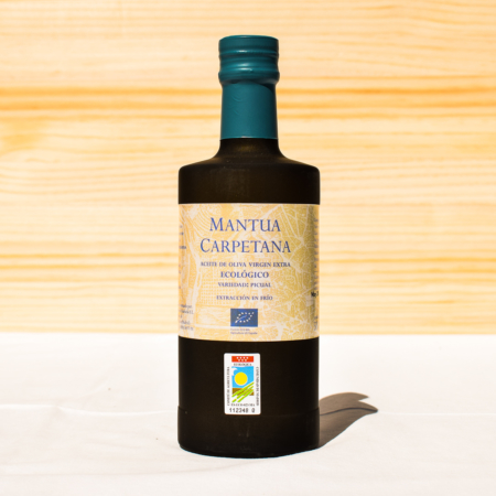 500 ml bottle of organic cold-pressed extra virgin olive oil, made from picual olives