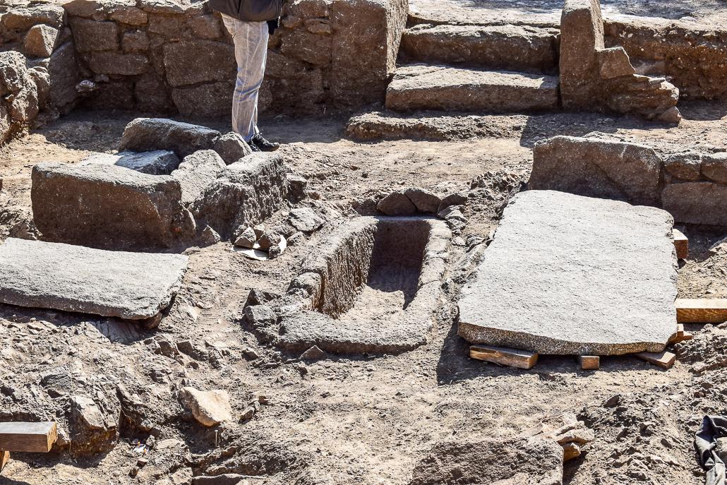 Grab in der Mitte des Kirchenschiffes - Ausgrabungen El Rebollar, El Boalo