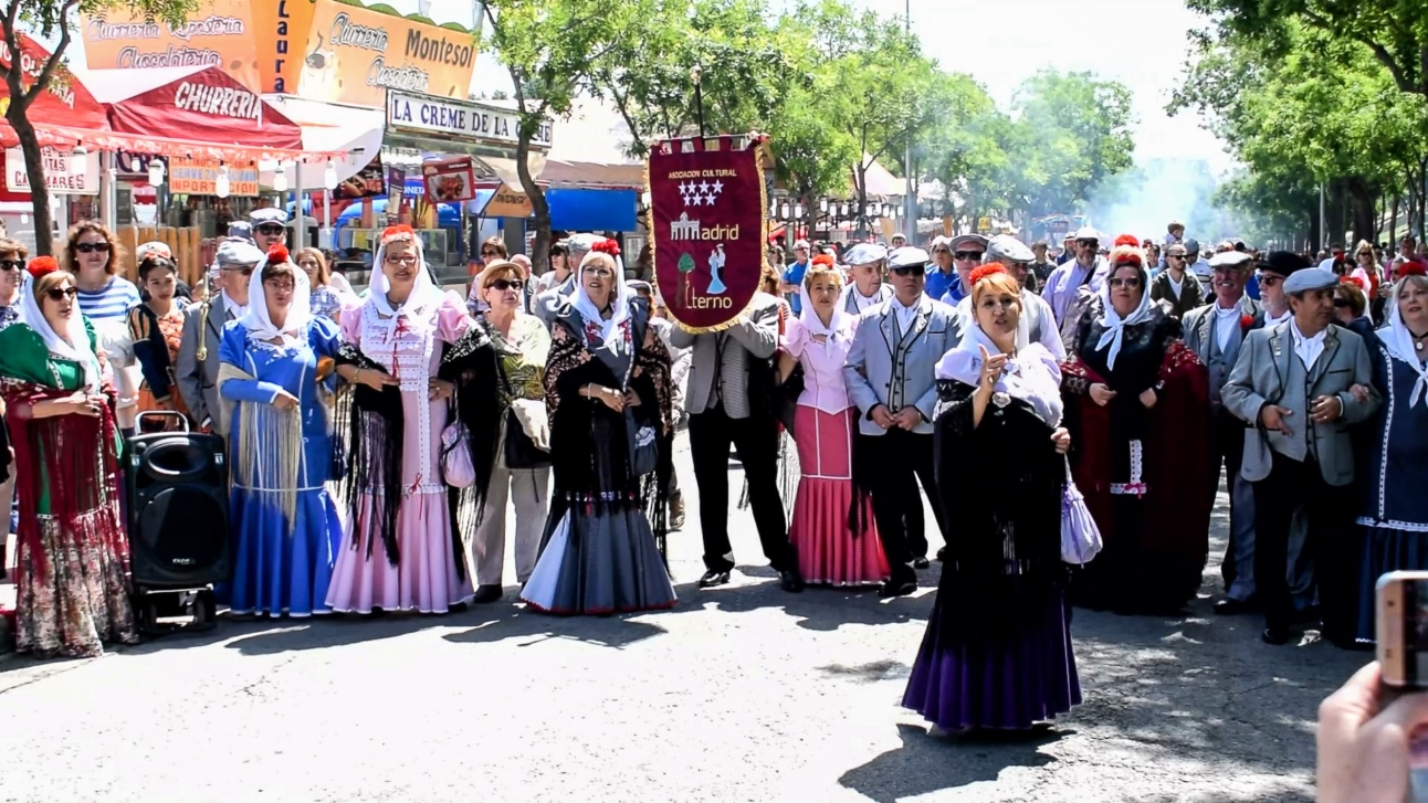 Chulapos und Chulapas des Vereins Asociación Madrid Eterna