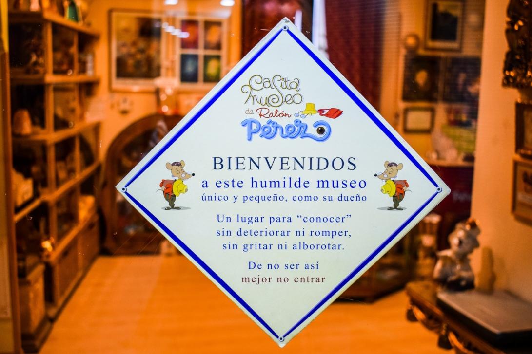Schild am Eingang des Museums Ratoncito Pérez