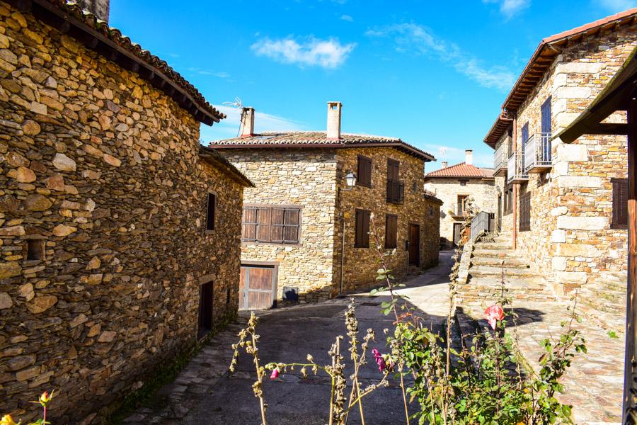 Straße mit typischen Häusern